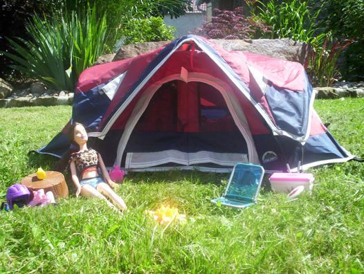 barbie fait du camping