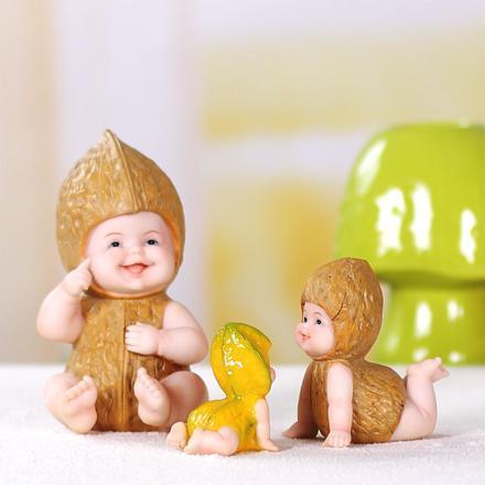 bébé miniature en resine