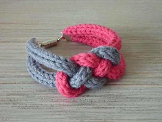 bijoux en tricotin