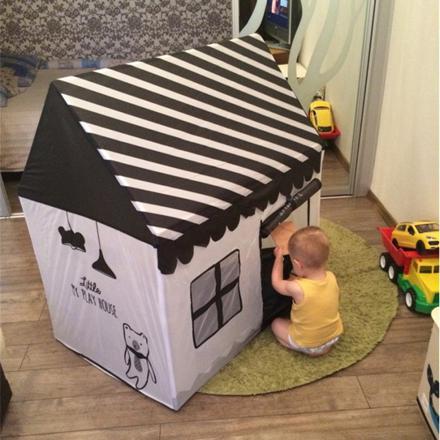 cabane interieur jouet