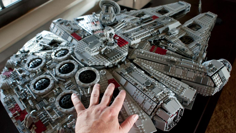 millennium falcon 75192