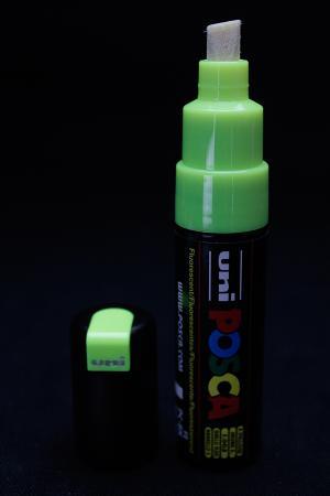 posca phosphorescent
