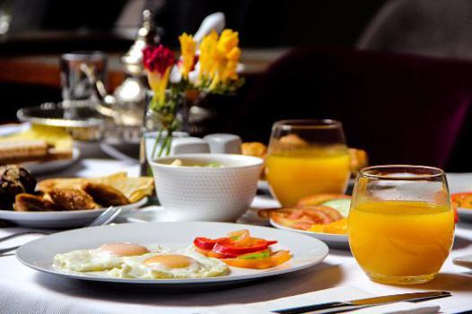 table petit déjeuner