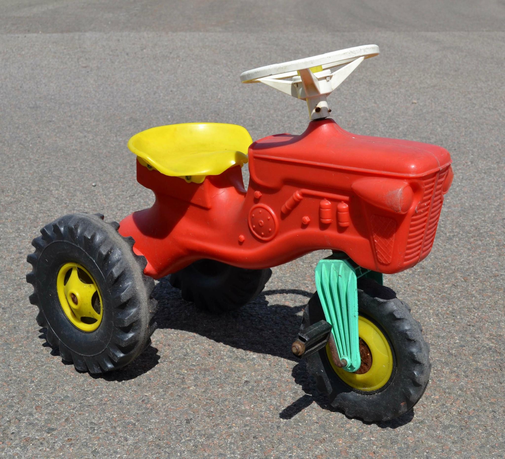 tracteur en plastique a pedale